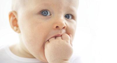 признаки, что у малыша режутся зубы