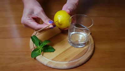 Как выжать лимон без соковыжималки не разрезая его