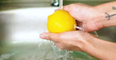 Как выжать лимон без соковыжималки нагревая его