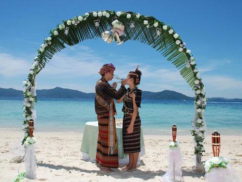 Самые странные традиции и обычаи: свадьба в Индонезии