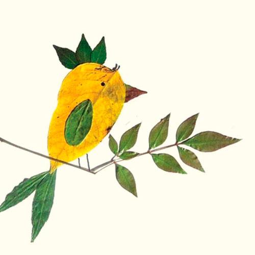 Картины из осенних листьев для детского сада: птичка
